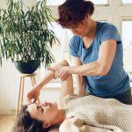 Kom dine skulder- & nakkesmerter til livs med den rette behandling